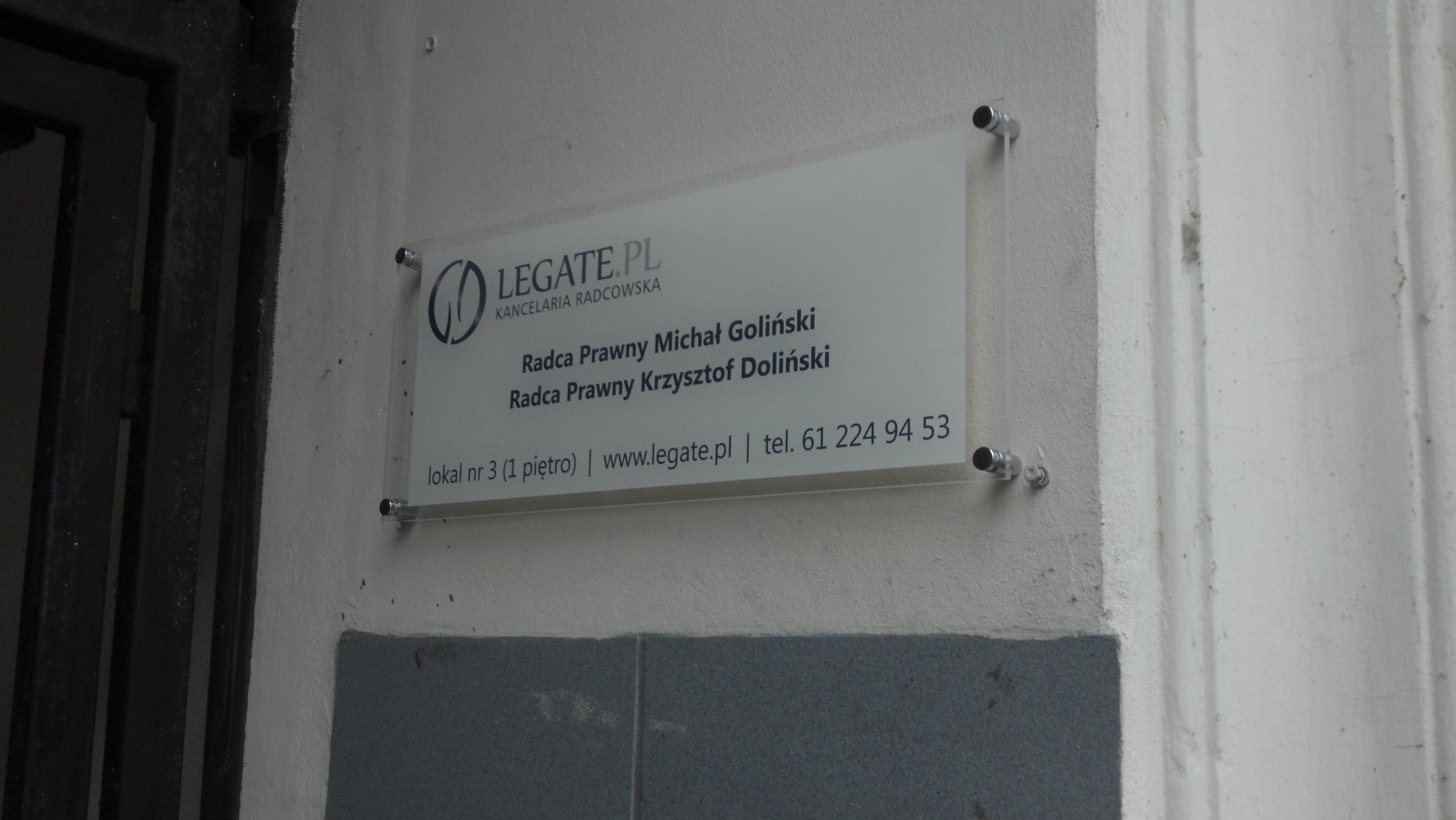 Tablica z plexi dla kancelarii prawnej