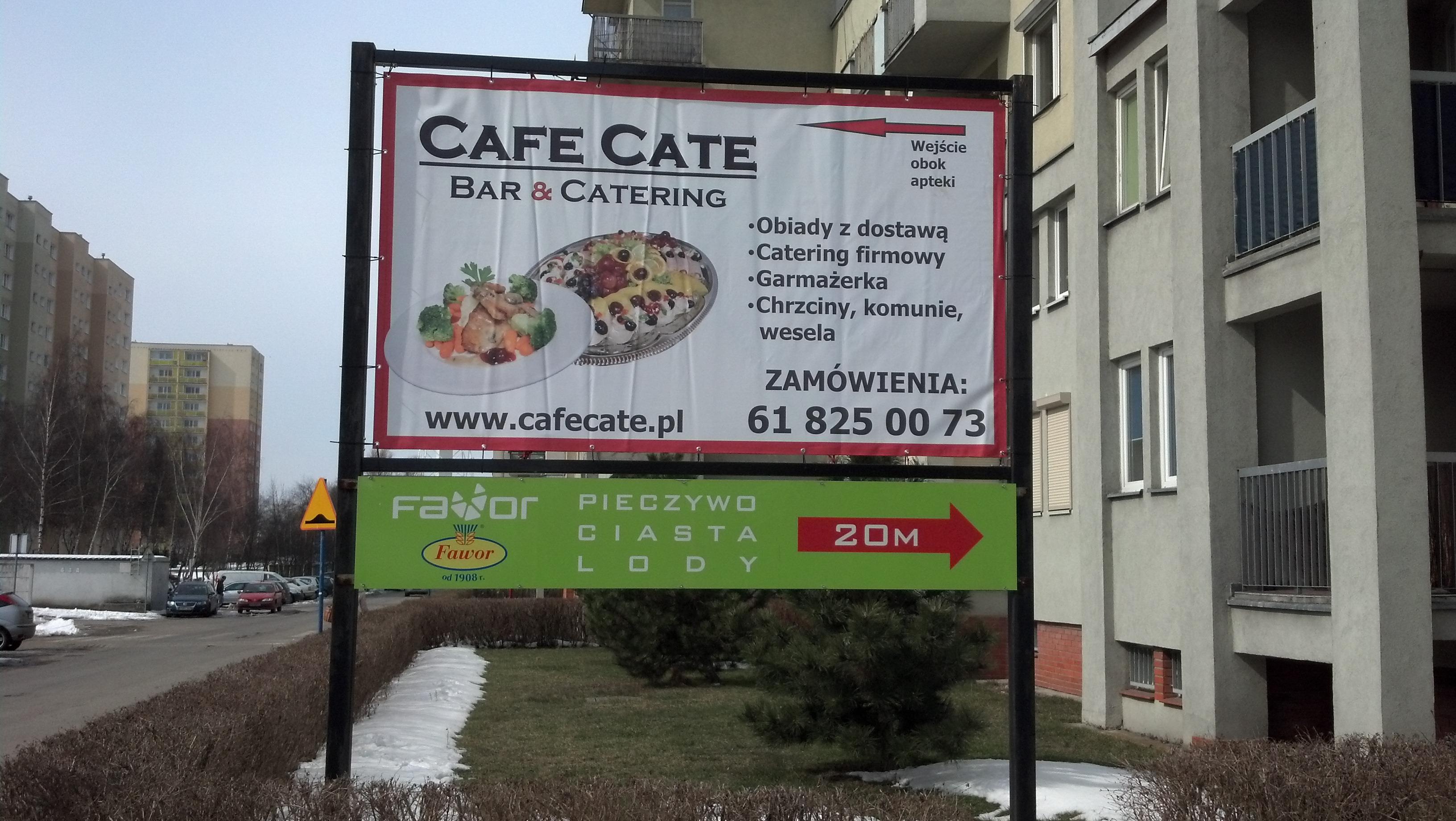 Baner reklamowy na konstrukcji dla restauracji