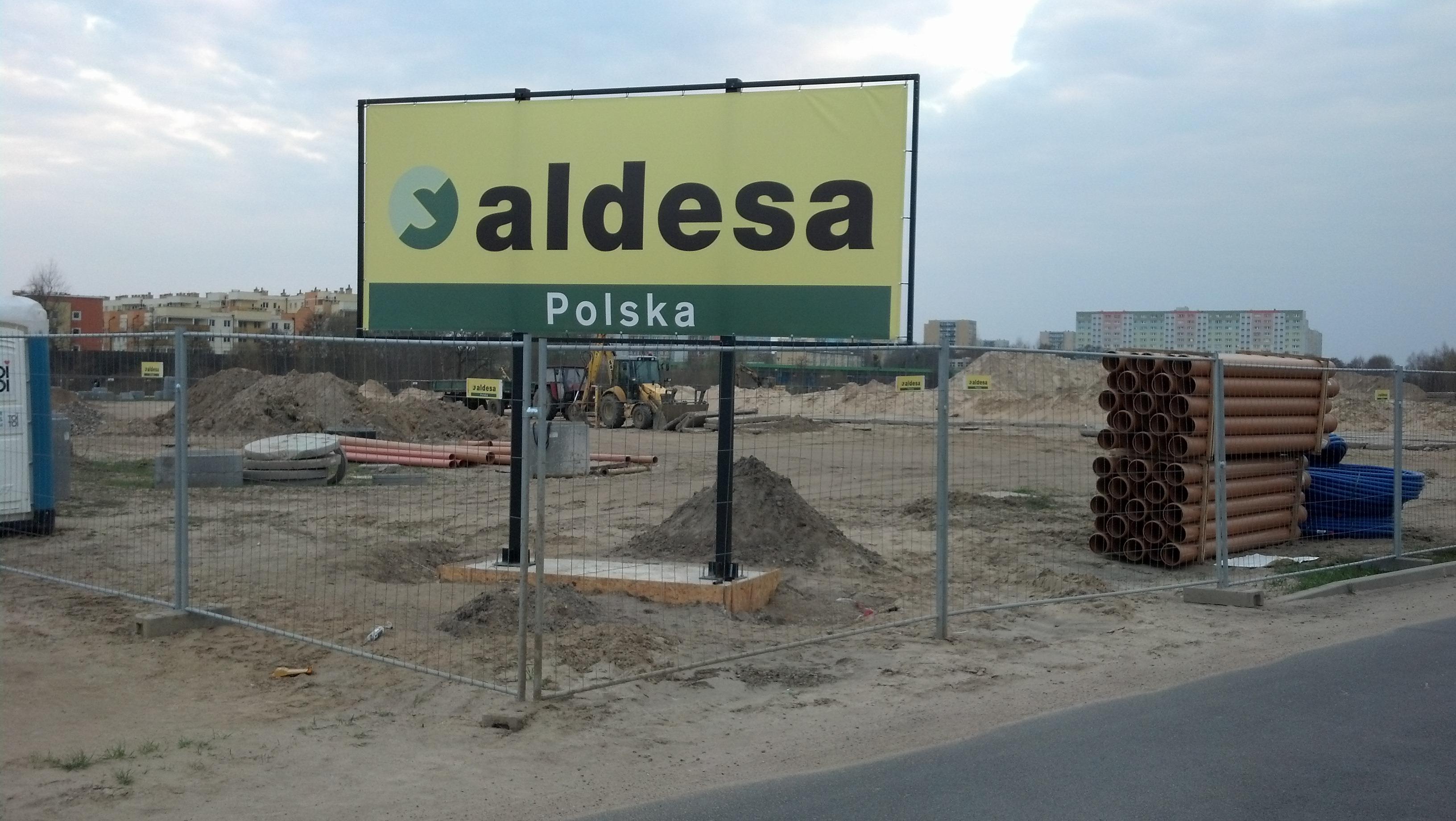 Konstrukcja reklamowa na fundamencie Aldesa