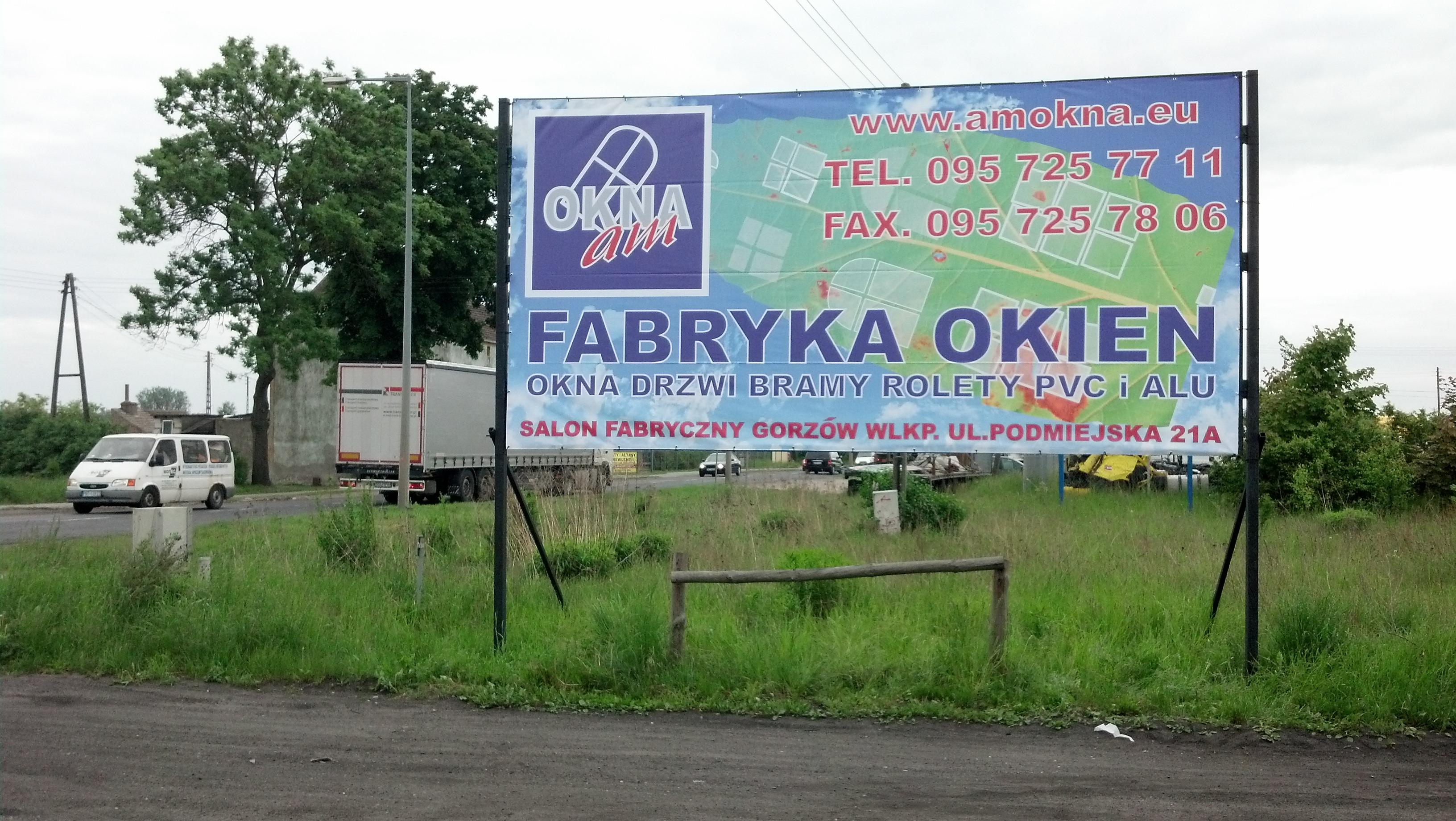Baner odblaskowy i konstrukcja reklamowa AM Okna