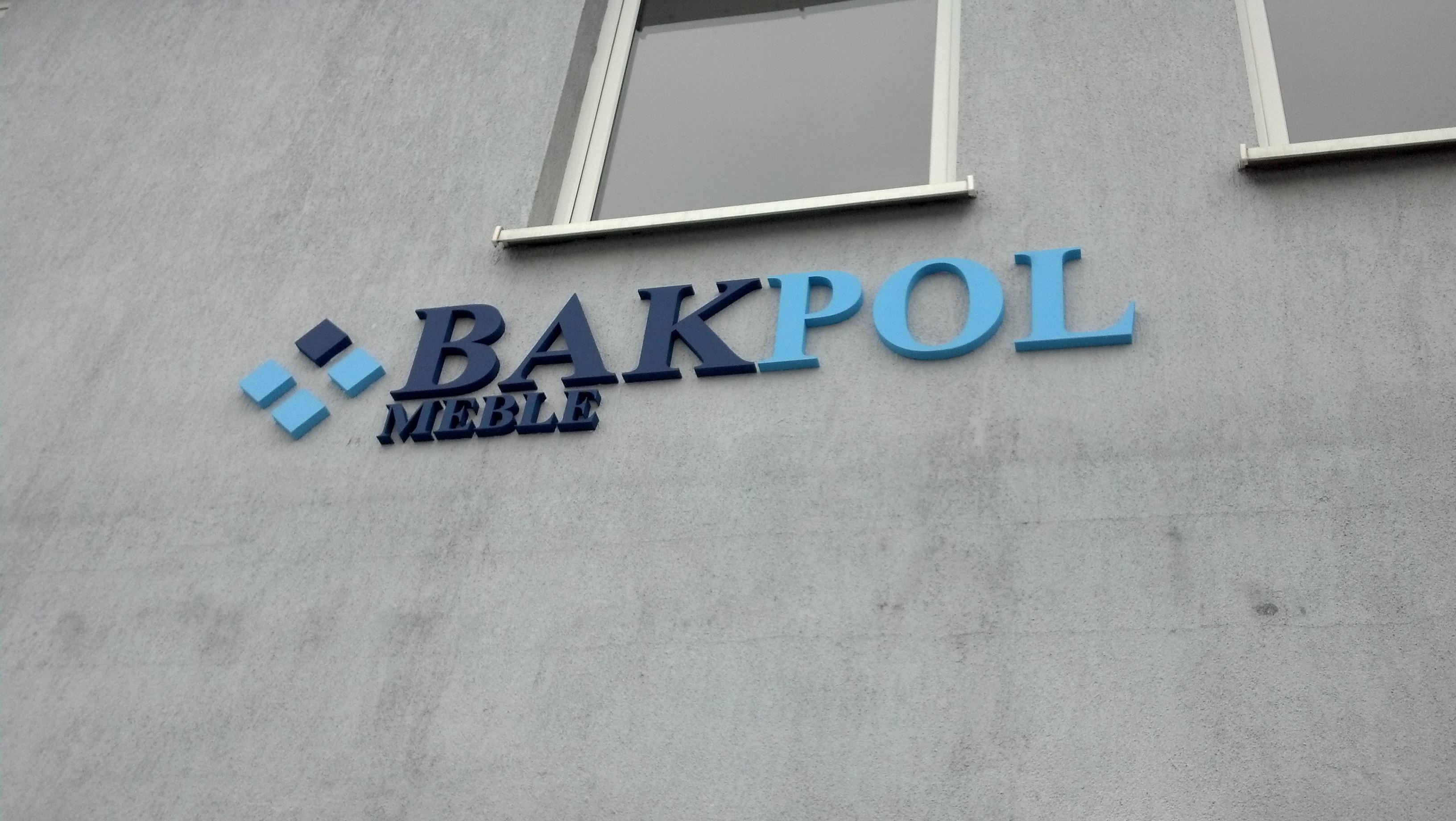 Logo Bakpol meble. Styrodur malowany proszkowo. Litery 3D mocowane do elewacji.